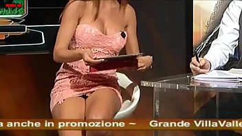 02 lesbienes malgaches Asian masseuse accidentally touches his dick