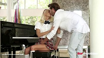 groping school girl Dayna vendetta horny slut gets something extra from the masseur3
