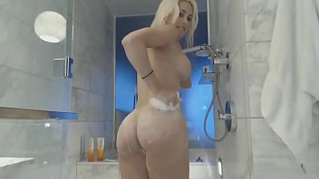 the bath in webcam show Hot babe masturbating and sucking