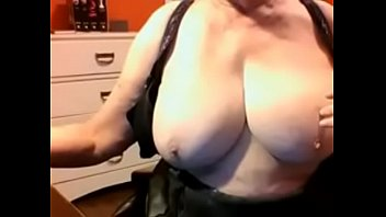 boobs blackmail mom big Se le ve la concha