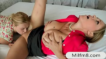 masterbate how mild to teaches bow Hot assed babe