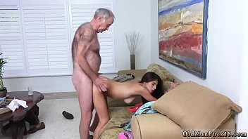 daughter come in mouth daddys Long woman small man