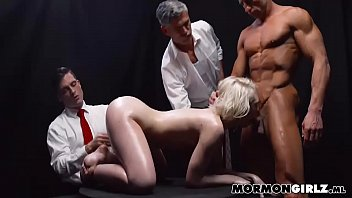 vagina men cum 50 Blondie on the table woodman shoot