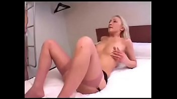 hotel masturbandome maid el ve y la en Friends makes wife cum